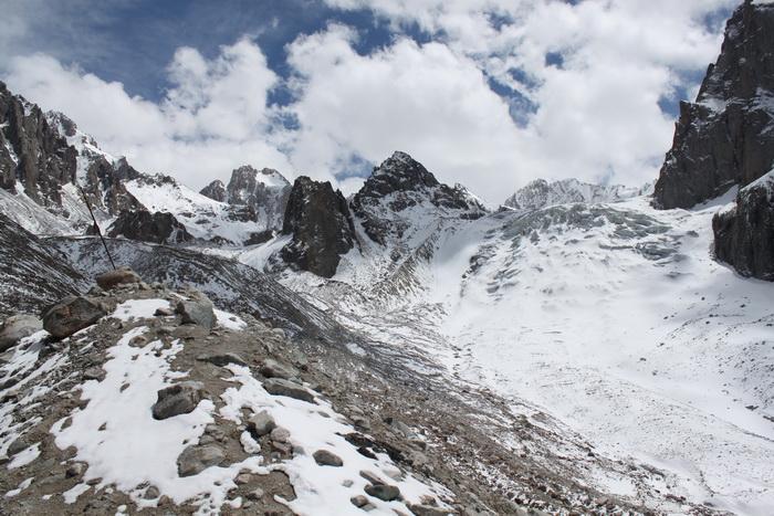 Киргизия. Хижина Рацека. Ак-Сайский ледник. Май.