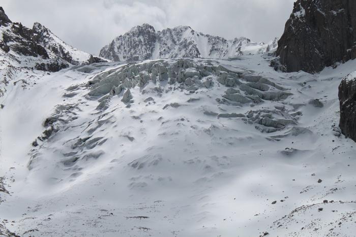 Киргизия. Ледопад Ак-Сайского ледника. Май.