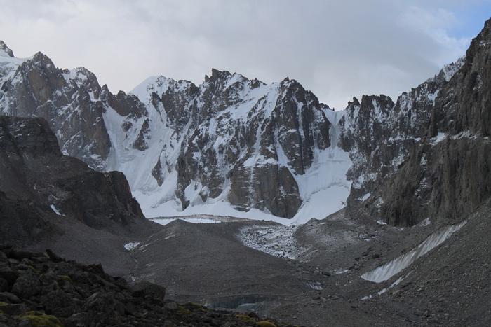 Киргизия. Величественные горы. Сентябрь.