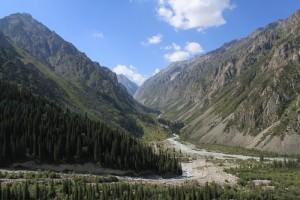 Киргизия. Вид на Ала-Арчу с Тарасика. Сентябрь.