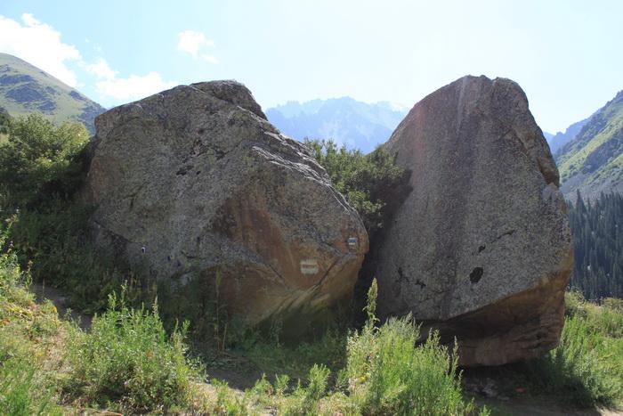 Киргизия. Ала-Арча. Камень Тарасик.