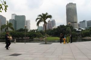 Малайзия. Куала-Лумпур. Башни Петронас. Парк.