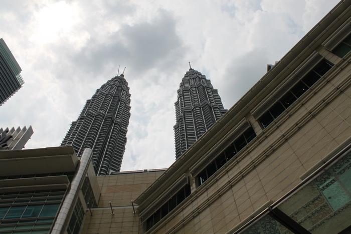 Малайзия. Куала-Лумпур. Башни близнецы Петронас.