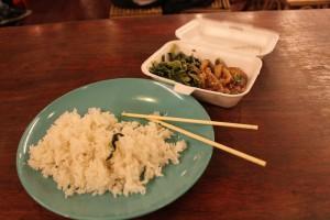 Куала-Лумпур. Чайнатаун. Еда в китайской забегаловке.