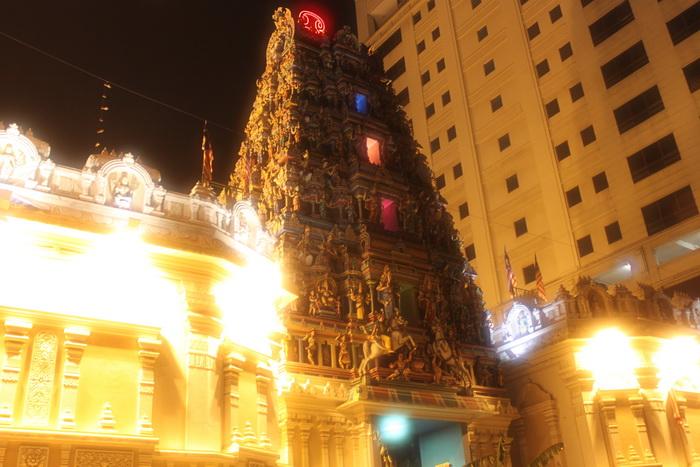Куала-Лумпур. Индийский храм Шри Махамариамман.