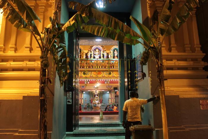 Куала-Лумпур. Вход в индийский храм Шри Махамариамман.