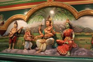 Куала-Лумпур. Храм Шри Махамариамман. Фигурки богов.