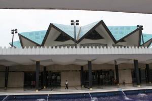 Куала-Лумпур. Голубая крыша мечети Masjid Negara.