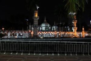 Куала-Лумпур. Мечеть Masjid Jamek ночью.