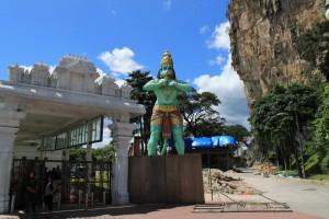 Куала-Лумпур. Пещеры Бату. Обезьяна стражник.
