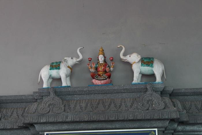 Куала-Лумпур. Пещеры Бату. Барельеф в храме.