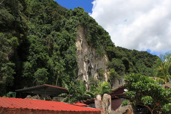 Куала-Лумпур. Пещеры Бату. На подступах к храмовой пещере.