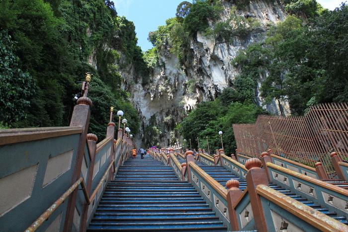 Куала-Лумпур. Лестница в Пещеры Бату.