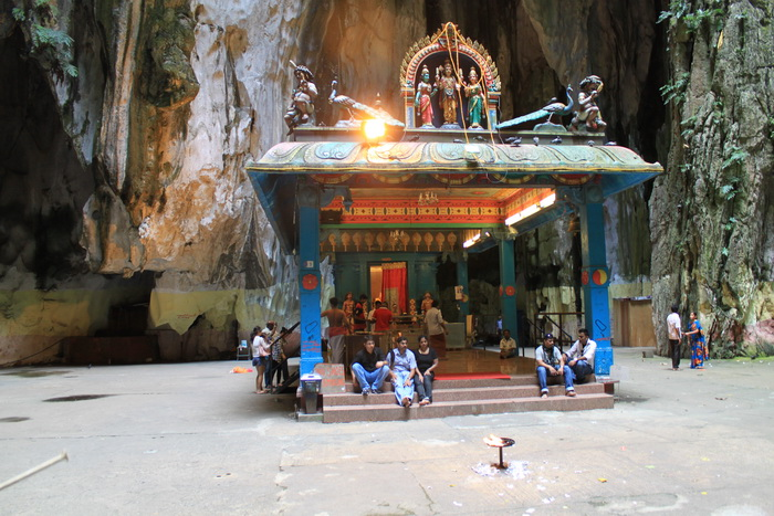 Куала-Лумпур. Пещеры Бату. Алтарь бога Шивы.