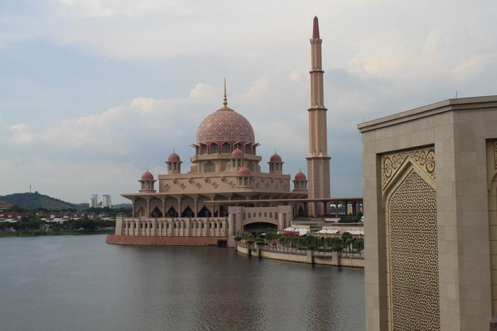 Путраджая. Мечеть Masjid Putra.