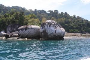 Малайзия. Остров Тиоман. Вулканические камни.