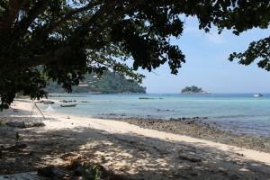 Малайзия. Остров Тиоман. Северная часть пляжа с медузами.