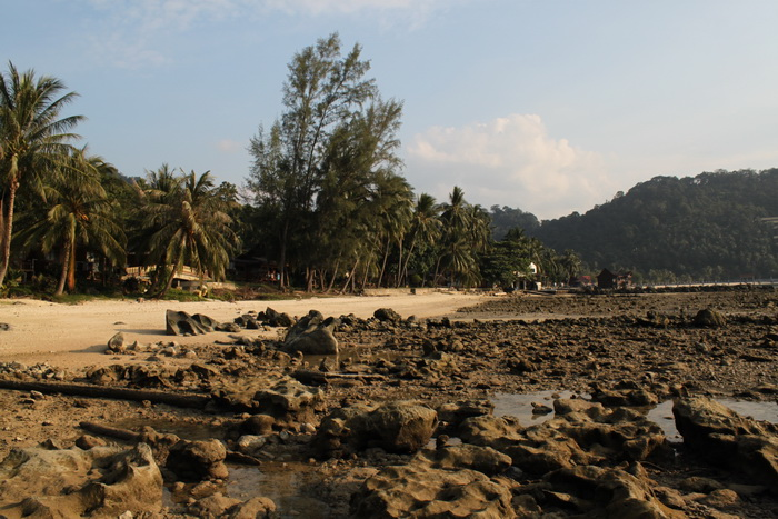 Малайзия. Остров Тиоман. Пляж во время отлива.