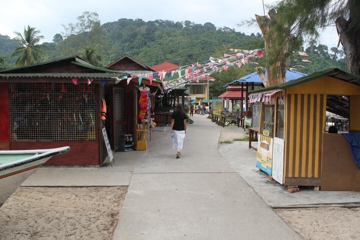 Малайзия. Остров Тиоман. По дороге на пляж.