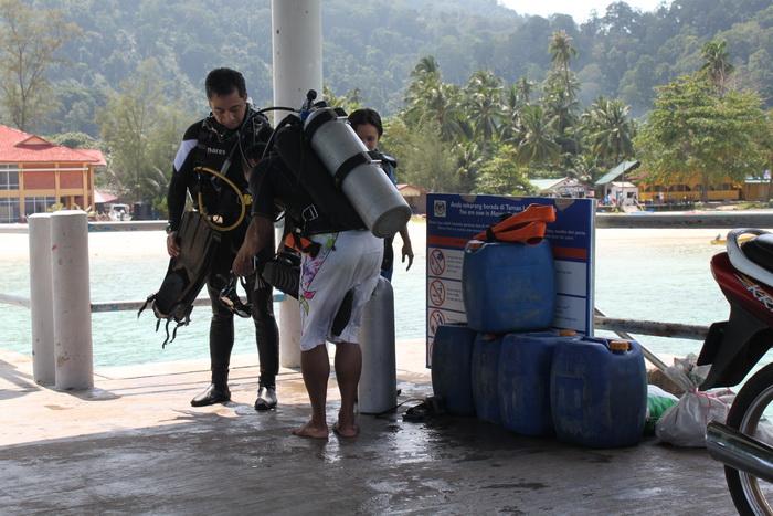 Малайзия. Остров Тиоман. Аквалангисты и дайверы.