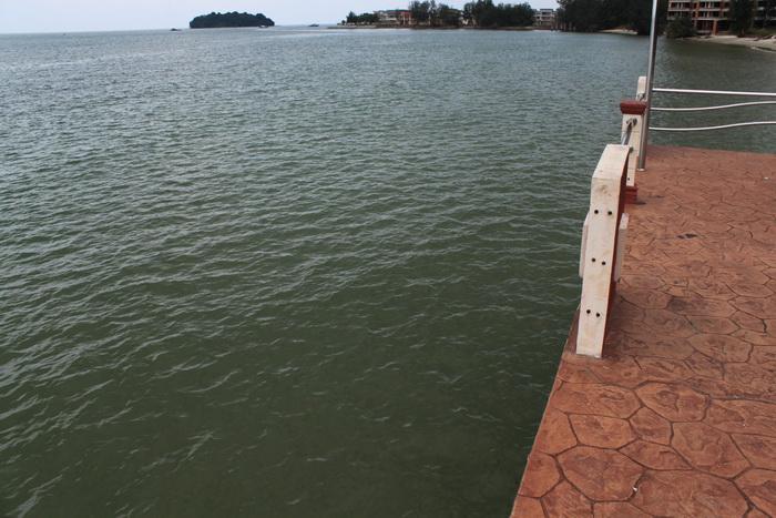 Порт Диксон. Малаккский пролив. Цвет воды.