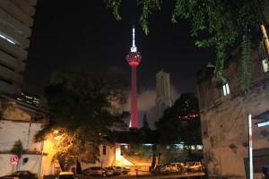 Куала-Лумпур. Подсветка телебашни Менара.