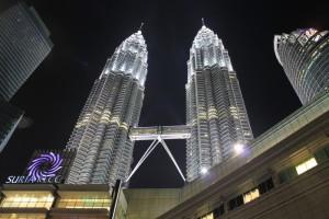 Куала-Лумпур. Башни близнецы ночью.