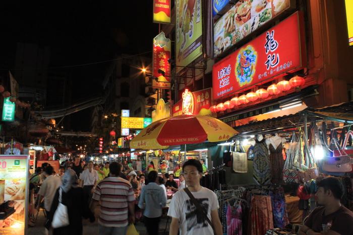 Куала-Лумпур. Улица Петалинг. Китайский квартал ночью.