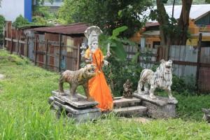 Куала-Лумпур. Заброшенные статуи индийских богов.