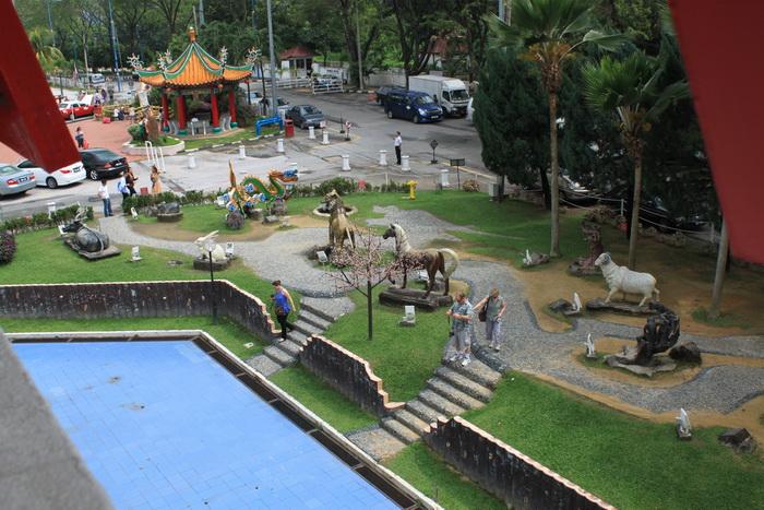 Куала-Лумпур. Сад животных востночного календаря в Thean Hou.