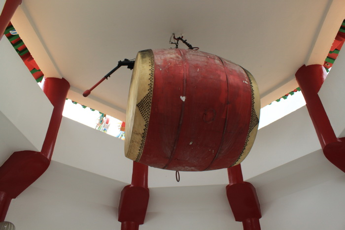 Куала-Лумпур. Барабан в одной из башен храма Thean Hou.