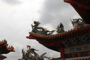 Куала-Лумпур. Драконы на крыше пагоды Thean Hou.