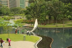 Куала-Лумпур. Пруд в парке Taman KLCC.