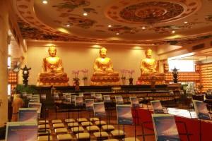 Куала-Лумпур. Алтарь в храме Kun Yam Thong.