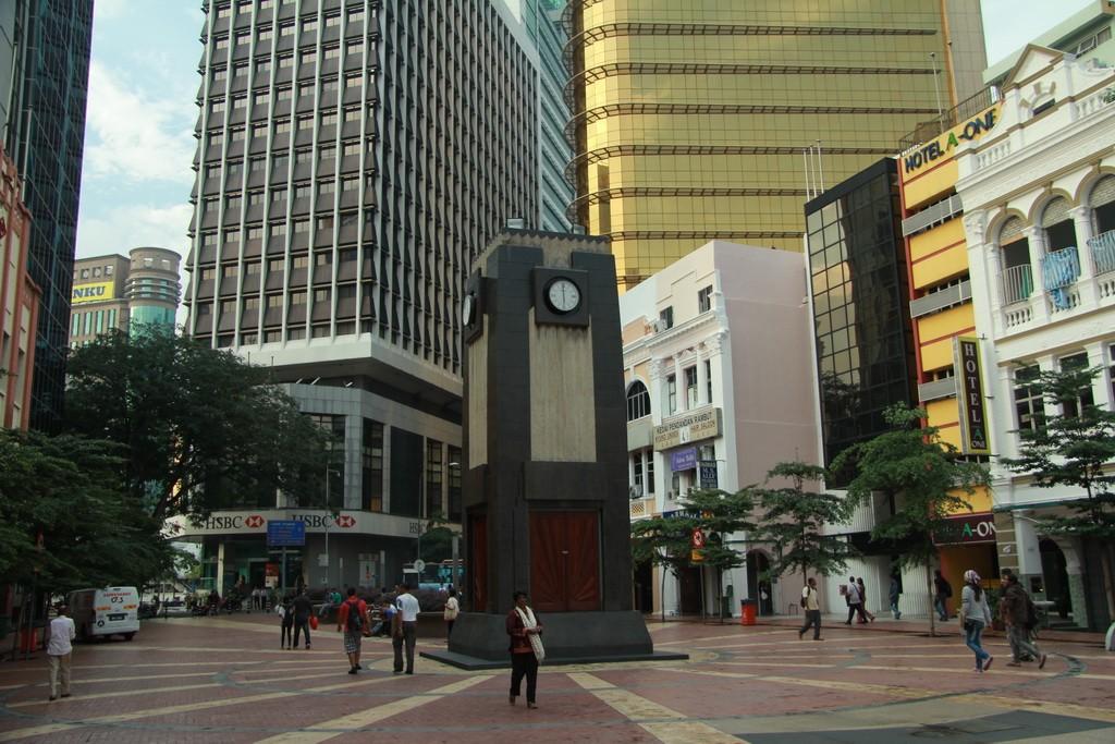 Куала-Лумпур. Башня с часами.
