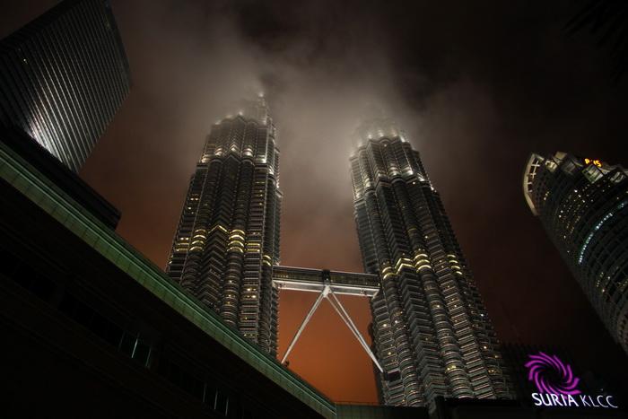 Куала-Лумпур. Башни Петронас ночью.