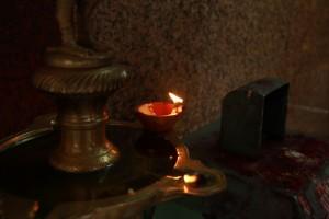 Куала-Лумпур. Шри Махамариамман. Свеча.