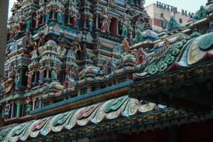 Куала-Лумпур. Шри Махамариамман. Барельеф башни над входом.