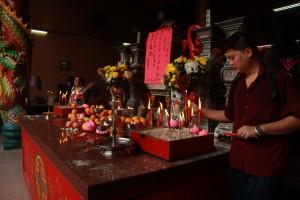 Куала-Лумпур. Алтарь в храме Гуан Ди.