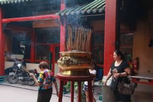 Куала-Лумпур. Внутри храма Гуан Ди.