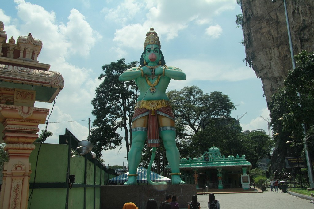 Куала-Лумпур. Пещеры Бату. Бог-обезьяна Хануман.