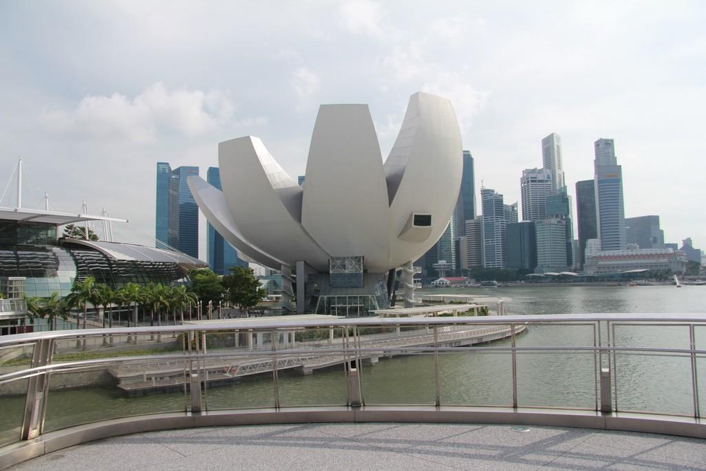 Сингапур. Музей в виде лотоса.