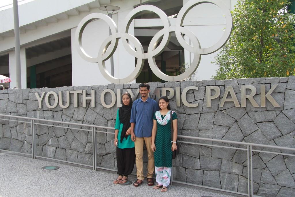Сингапур. Туристы на фотосессии.