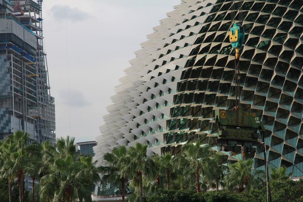 Сингапур. Театр Esplanade в форме дуриана.