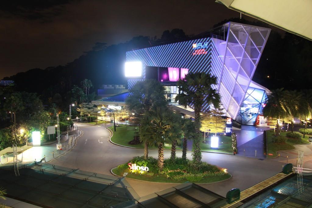 Сингапур. Остров Сентоза ночью.
