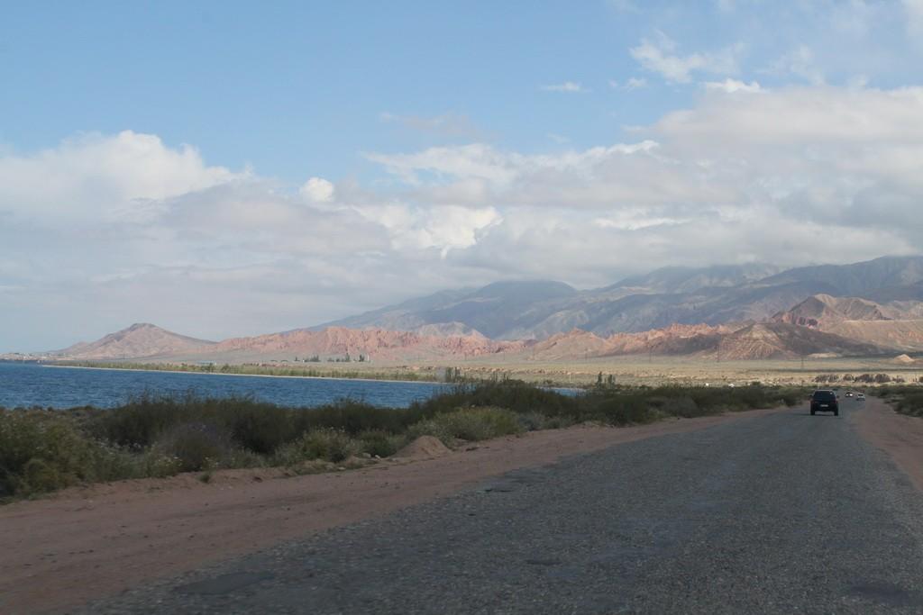 Киргизия. Дорога вдоль южного берега Иссык-Куля.