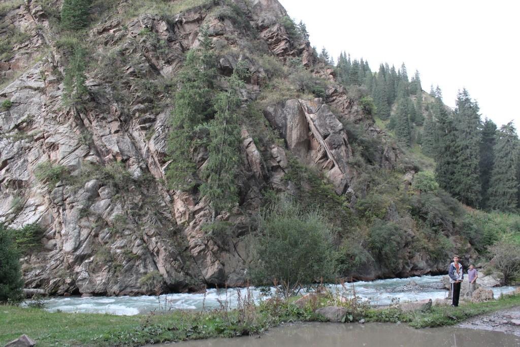 Киргизия. На въезде в ущелье Алтын-Арашан.
