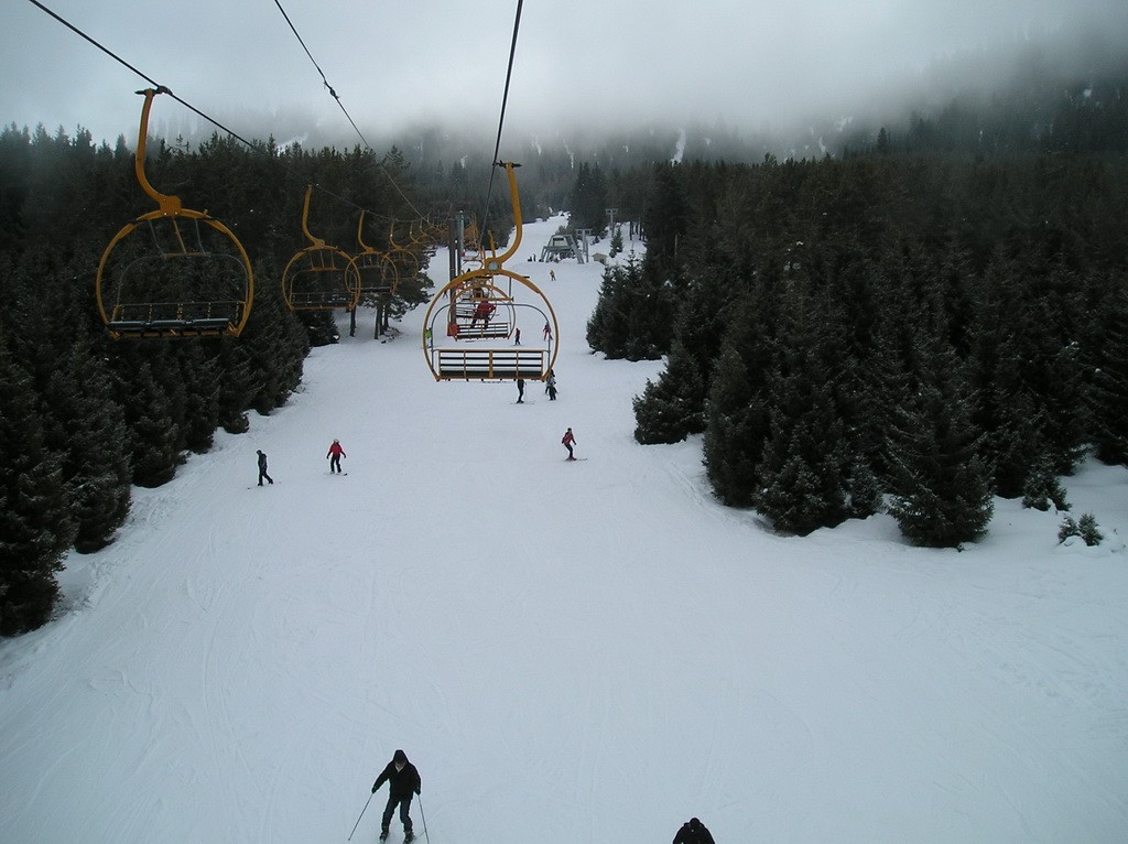 Канатная дорога на горнолыжной базе Каракол.