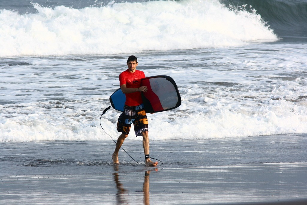 Бали. Занятия в школе серфинга.