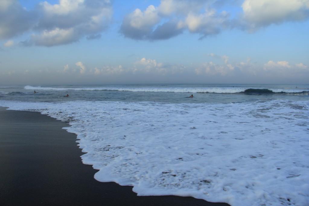 Бали. Серфинг на рассвете.